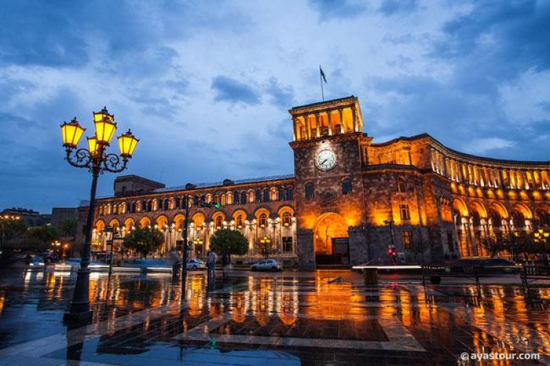 Yerevan-Republic-Square.jpg