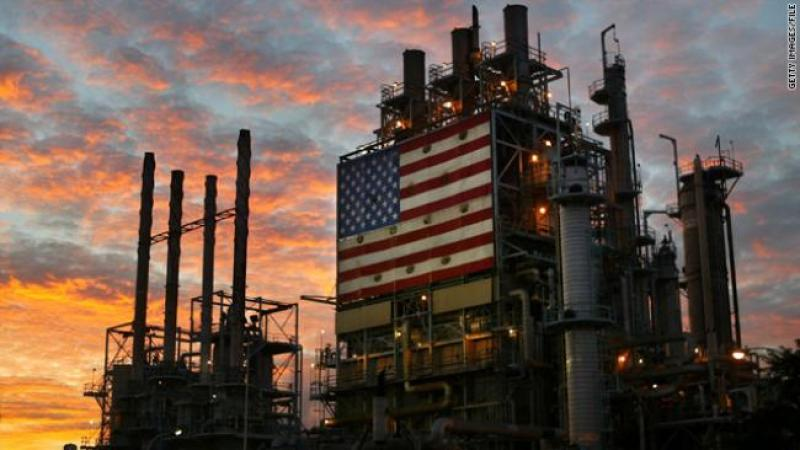 t1larg.us.flag.oil.refinery.gi.jpg